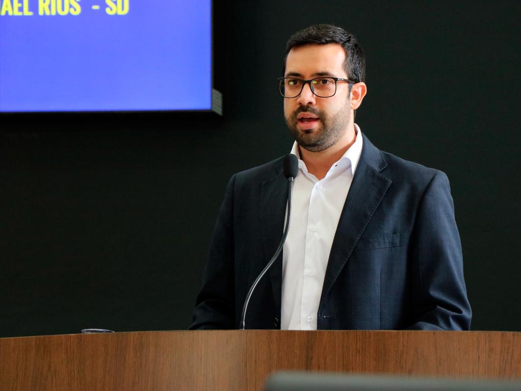 Raphael Rios questiona cumprimento do piso salarial de agentes de saúde