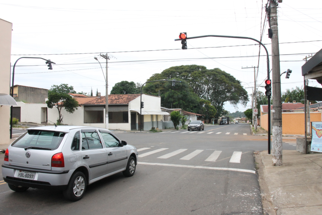 Semáforo da rua Terêncio Pereira está em pleno funcionamento