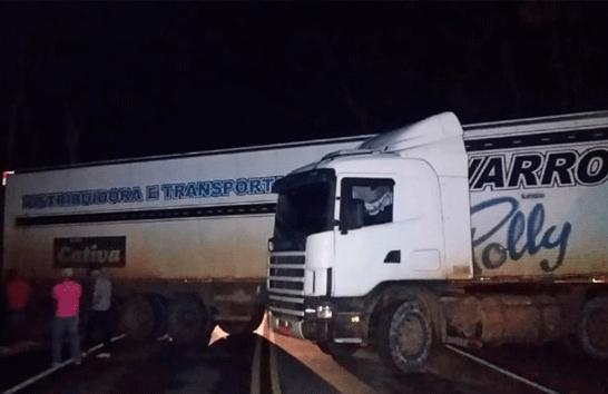 Motorista de ônibus de universitários de Araxá pensa rápido e evita colisão fatal com carreta