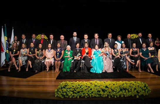 Câmara Municipal de Araxá homenageia personalidades femininas com Medalha Leonilda Montandon