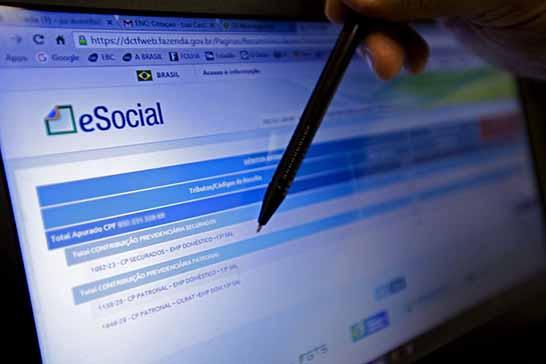 Empresas do Simples terão de inscrever empregado no eSocial