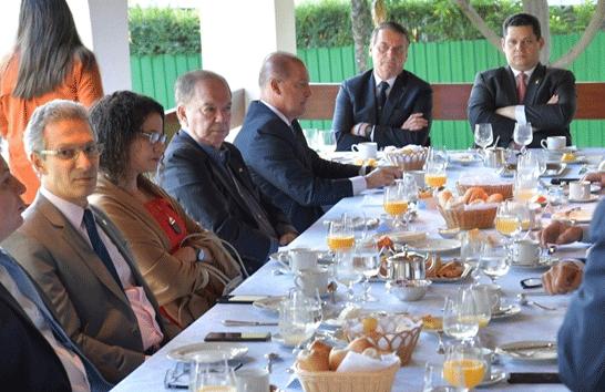 Romeu Zema se reúne com Jair Bolsonaro e governadores e destaca necessidade de redistribuição de recursos da União