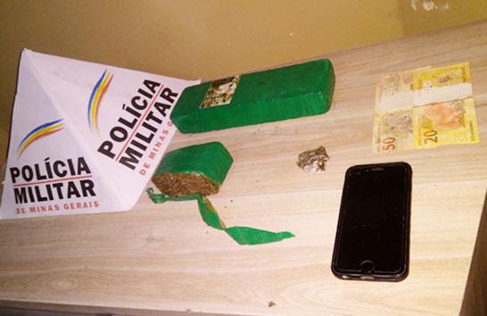 Jovem é preso na rodoviária com tabletes de maconha