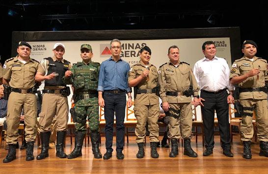 Romeu Zema realiza entrega de viaturas para reforço da segurança da região