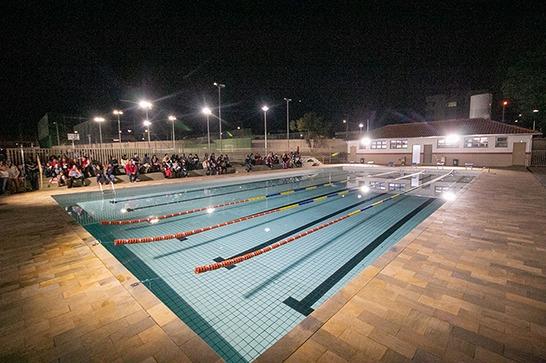Aulas de natação e tênis para crianças e jovens no antigo ATC