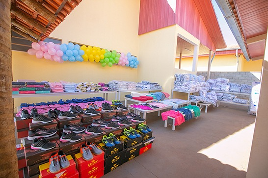 Prefeitura entrega objetos pessoais para moradores da Casa Lar, Casa Abrigo