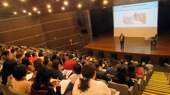 Curso de Oratória recebe grande Público no Teatro Municipal