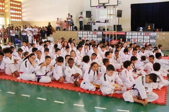Alunos da rede municipal participam do Festival Regional Estudantil de Taekwondo 1