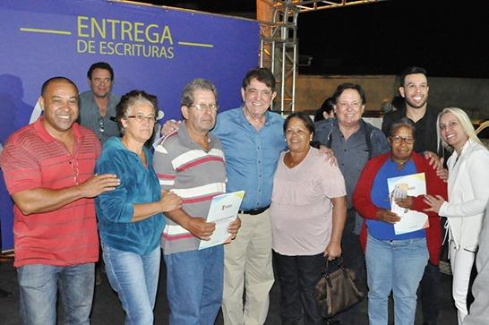 Prefeitura entrega escrituras para 200 famílias no Abolição