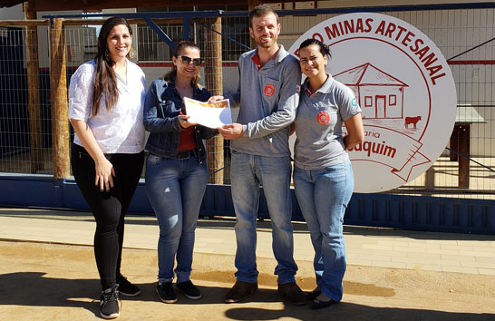 Produtores de queijo Minas artesanal comemoram selo que permite venda em todo o país