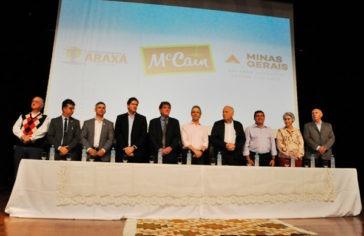 Prefeitura, Governo de Minas e McCain assinam protocolo de intenções para instalação da fábrica em Araxá