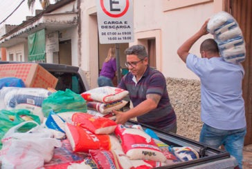 Entrega de alimentos para o SOS de Araxá