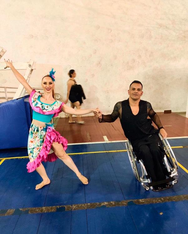 Atletas araxaenses retornam de campeonato brasileiro de dança com excelentes resultados 1