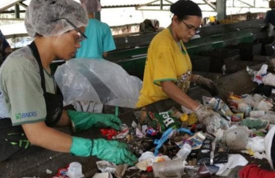 Romeu Zema retoma repasses do programa Bolsa Reciclagem
