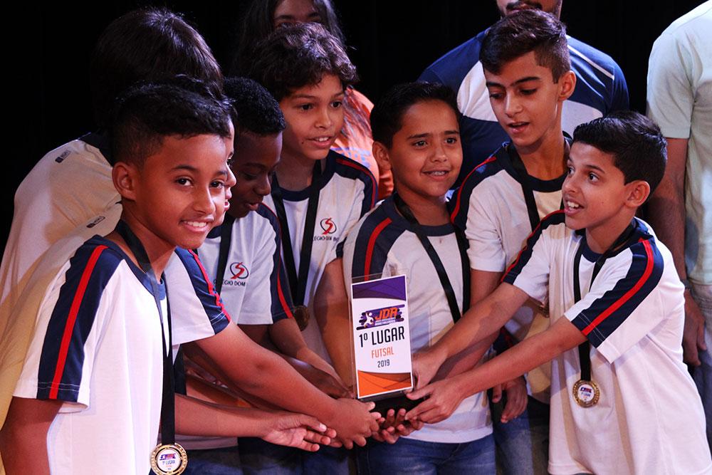 Colégio São Domingos premia escolas e atletas que participaram dos JDA 8
