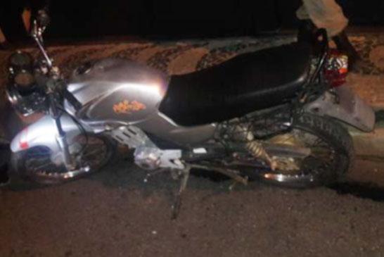 PM recupera motocicleta furtada e apreende adolescente por receptação