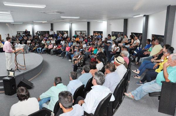 Prefeitura entrega escrituras para mais 80 famílias de Araxá