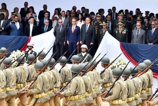 Romeu Zema participa de cerimônia formação de sargentos ao lado do presidente Bolsonaro