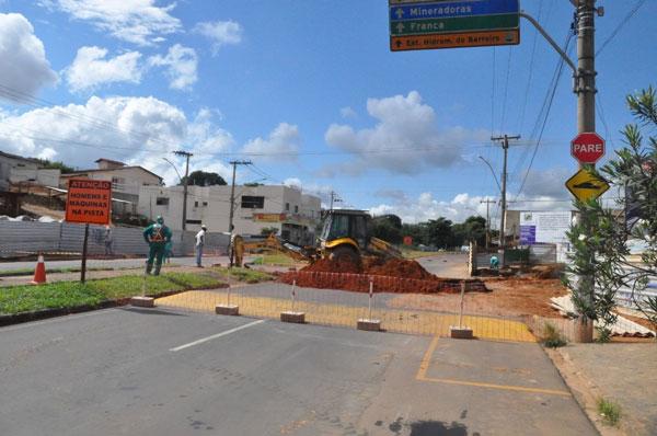 Intervenções são realizadas em área impactada pela obra do viaduto da rua Uberaba