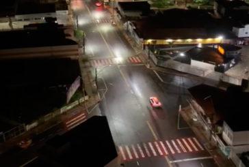 Coronavírus: Polícia Militar percorre ruas de Araxá orientando pessoas a ficarem em casa; veja os vídeos