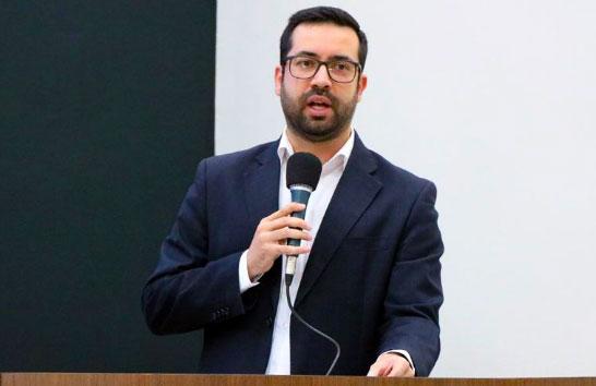 Raphael Rios questiona falta de medicamentos na Farmácia Municipal
