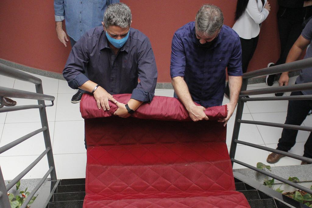 Retirada de tapete vermelho e reunião oficial marcam primeiros atos da nova gestão 1