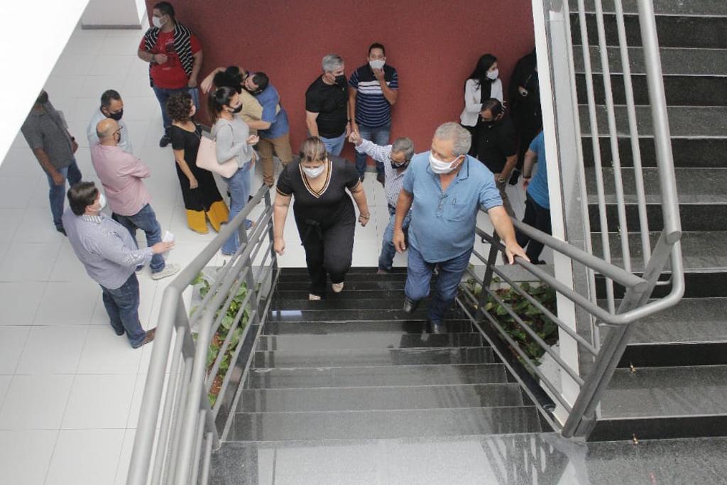 Retirada de tapete vermelho e reunião oficial marcam primeiros atos da nova gestão 2