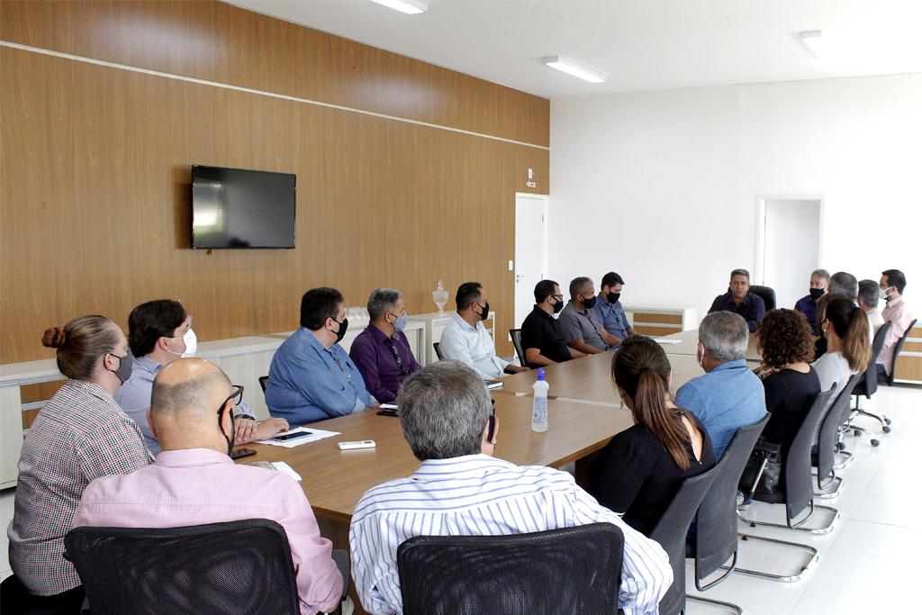 Retirada de tapete vermelho e reunião oficial marcam primeiros atos da nova gestão 3