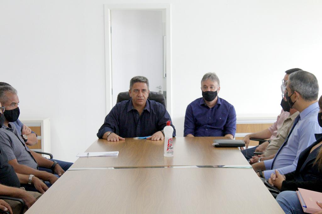 Retirada de tapete vermelho e reunião oficial marcam primeiros atos da nova gestão 4