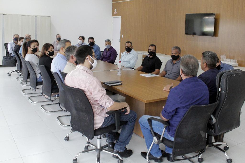 Retirada de tapete vermelho e reunião oficial marcam primeiros atos da nova gestão 5