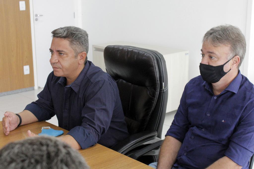 Retirada de tapete vermelho e reunião oficial marcam primeiros atos da nova gestão 6